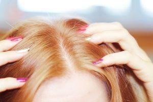 Czy warto wykonywać peeling skóry głowy