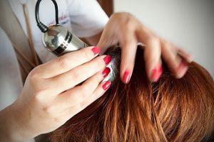 Badanie trychologiczne – specjalistyczna diagnostyka włosów