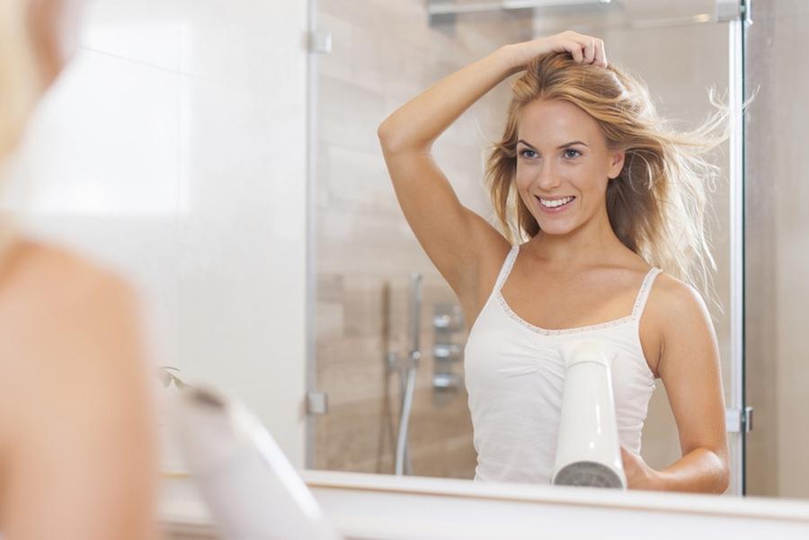 Jak suszyć włosy, aby im nie szkodzić