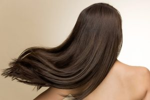 Pielęgnacja włosów dla brunetki i blondynki