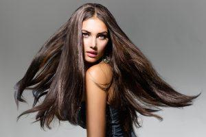 Łupież – przyczyny, leczenie, zalecana pielęgnacja włosów