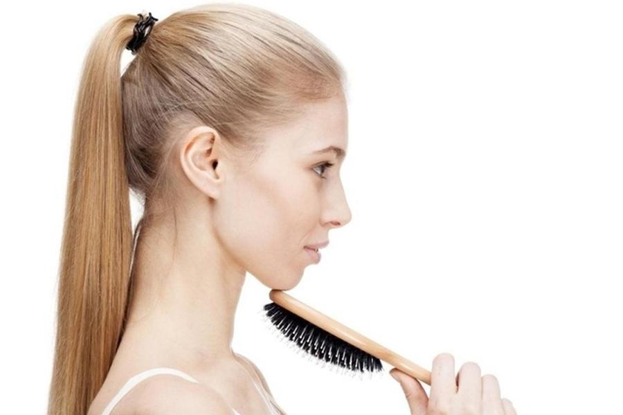 Co na wypadanie włosów – kosmetyk czy suplementy